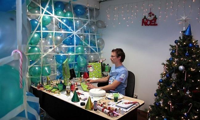 Как украсить рабочий стол на работе к новому году